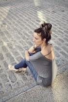 charcoal gray Ardene top - blue skinny Joes Jeans jeans - nude patent Aldo heels