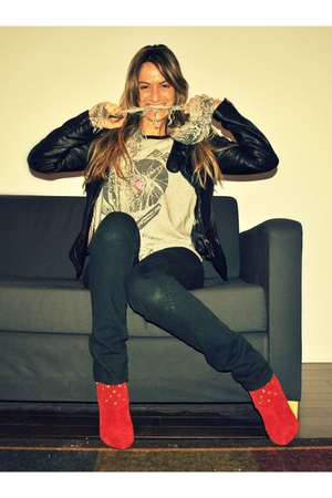gray Forever 21 top - red suede GoJane boots - black skinny Ardene jeans