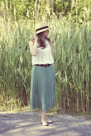 beige straw fedora Ardene hat - white loose fit tank Costa Blanca top