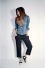 Blue-denim-classic-levis-jacket-black-hi-top-converse-sneakers