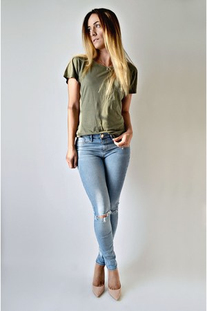olive green bamboo ONNO t-shirt - light blue River Island jeans