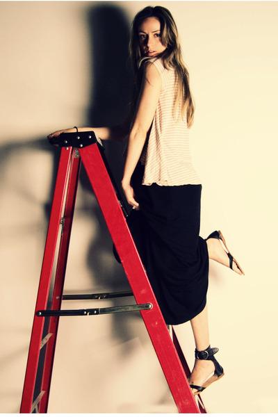 beige Silence & Noise top - black Target dress - black Bakers shoes