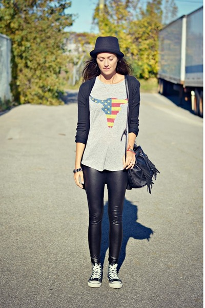 heather gray Ardene t-shirt - black shiny American Apparel leggings