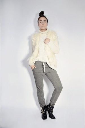 eggshell faux-fur Forever 21 vest