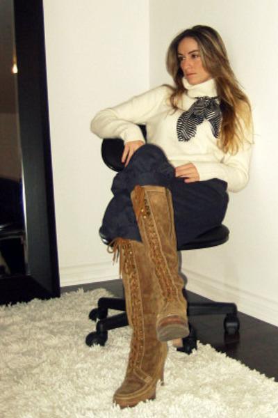 H&M top - H&M pants - beige Michael Kors boots - David Bitton  Buffalo scarf