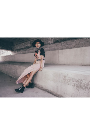 black Tobi boots - light pink Boohoo dress - black Tobi hat - black PYLO belt