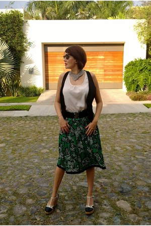 green Oscar de la Renta skirt - off white forriano top - black H&M vest