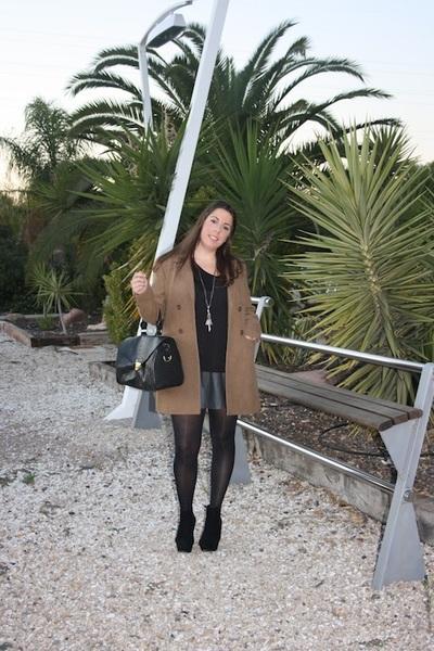 beige pull&bear coat - black Primark boots