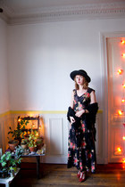 black vintage dress - black vintage hat - black goodnight day scarf