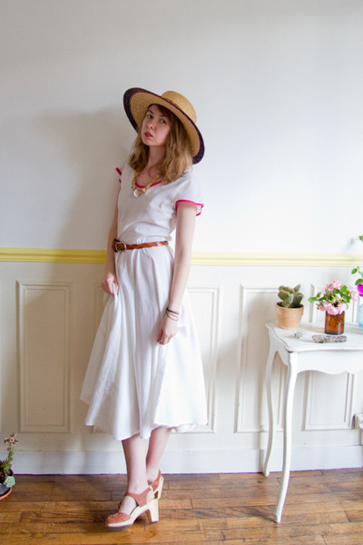 tan vintage hat - white dress - burnt orange Swedish Hasbeens clogs