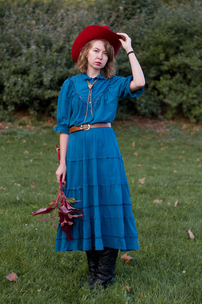 Black Vintage Boots Teal Dress Red Hat Asos Tights 400 The Last Tango Pariss