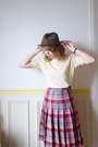 Crimson-vintage-shoes-gray-vintage-hat-cream-vintage-sweater