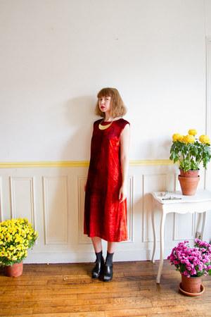 ruby red shift velvet vintage vivienne tam dress - gold handmade necklace