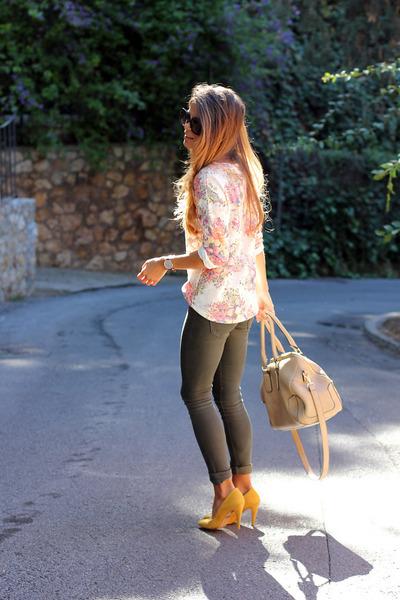 neutral Celop Punto t-shirt - dark gray Bershka jeans - tan DayDay bag