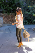neutral Celop Punto t-shirt - dark gray Bershka jeans - tan DayDay bag