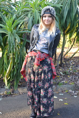 bubble gum floral skirt Primark skirt - black spikes hat
