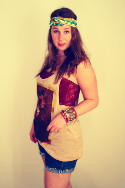 blue vintage levi shorts - beige Primark top - maroon Primark bra