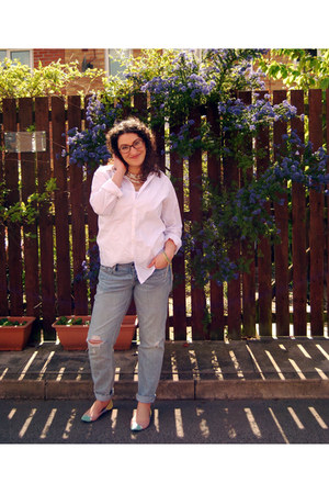 white DIY earrings - periwinkle boyfriend jeans Gap jeans