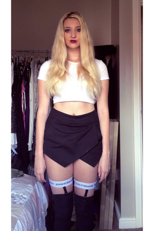 Sheinside shorts - Missguided t-shirt - House of Holland stockings