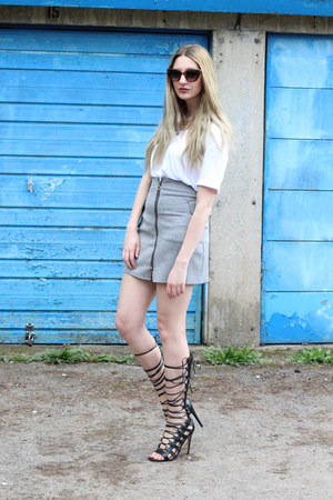 Missguided skirt - Jeepers Peepers sunglasses - Missguided t-shirt