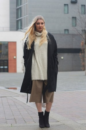 Boohoo boots - H&M coat - Missguided jumper - Zara pants