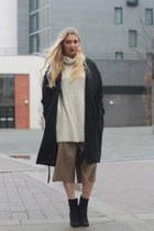 Boohoo boots - H&M coat - Missguided jumper - Zara pants