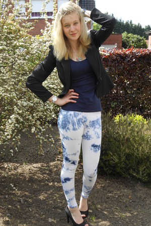 black blazer - white leggings - navy t-shirt - black pumps - blue necklace