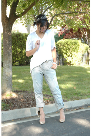 Uniqlo t-shirt - William Rast jeans - borrowed necklace - Christian Louboutin sh