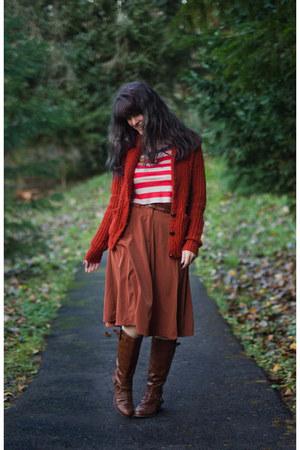 red striped shirt - brick red shirt - dark brown boots - tawny skirt