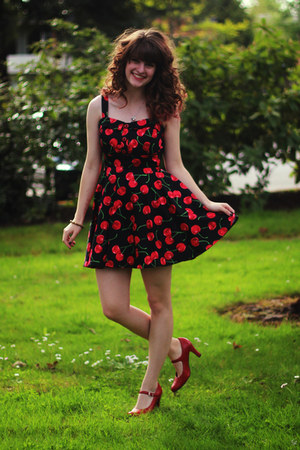 black cherry dress - red heels