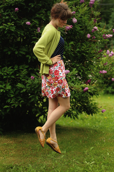 navy polka dot shirt - hot pink floral skirt - chartreuse cardigan
