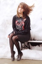 red hard rock cafe sweatshirt - crimson polka dot dress - charcoal gray tights