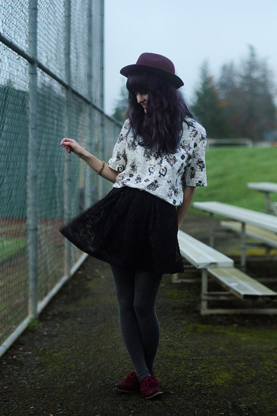 maroon hat - eggshell floral shirt - gray tights - maroon loafers