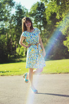 yellow bubbly dress - sky blue heels
