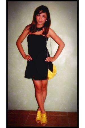 black top - black skirt - yellow YRYS shoes - yellow purse