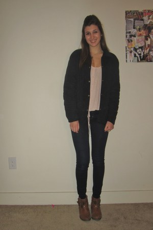 navy quilted Blunauta jacket - navy skinny jeans American Eagle jeans