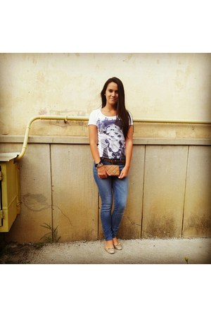 Zara jeans - c&a t-shirt - poema belt - la scarpa flats