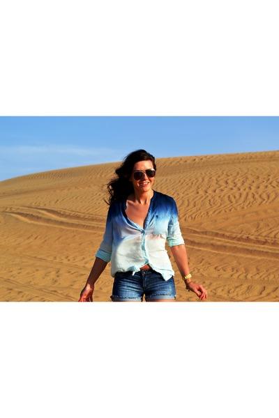 blue ombre shirt - navy shorts - tan sunglasses