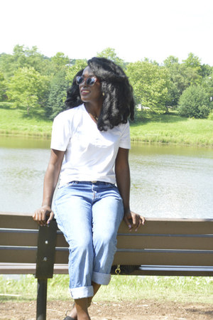 white white shirt t-shirt - blue boyfriend jeans thrifted jeans