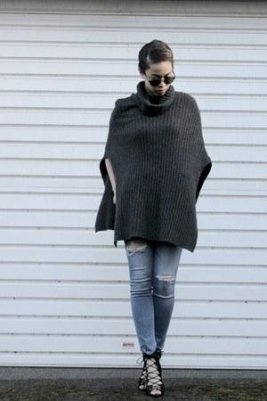blue hollister jeans - black Zara heels