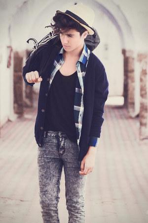 jeans - hat - shirt - bag - tie - cardigan