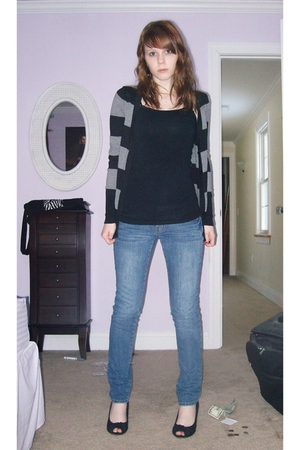 black American Eagle shoes - blue jeans - black cardigan