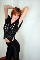 Black-leather-lace-and-velvet-vintage-top-black-american-apparel-pants