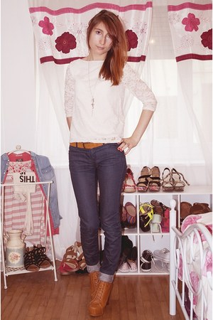 white La halle top - bronze Mart of China shoes - navy Bonobo jeans