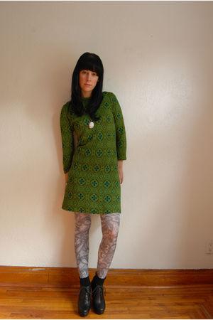 vintage dress - HUE tights - vintage necklace - Forever 21 boots - H&M socks