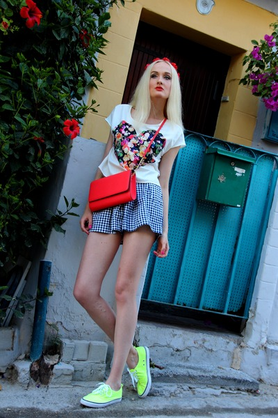 white H&M shirt - red bright H&M bag - blue checkered Zara shorts