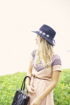 peach Pinclove dress - black vintage hat - black custom made bag