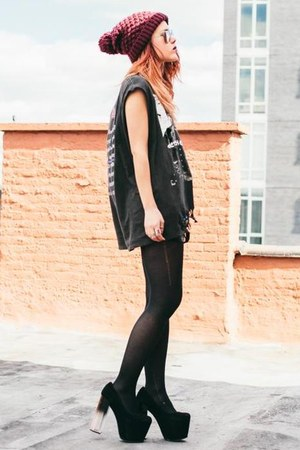 christian benner t-shirt - black UNIF heels