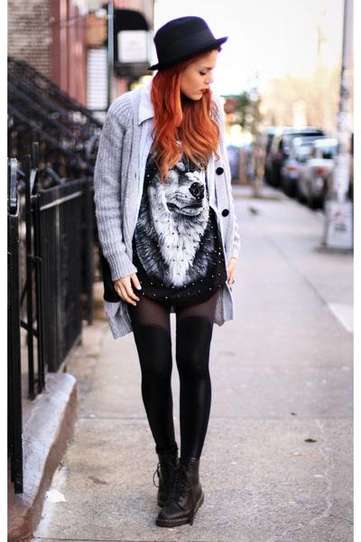 black okie dokie t-shirt - black Docs boots - black H&M hat