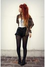 Navy-vintage-levis-shorts-charcoal-gray-sosie-cape-white-vintage-top